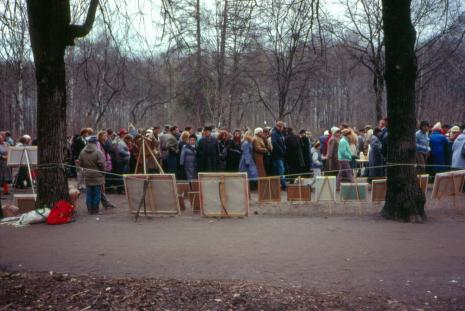 Moscovites wander among the art vendors in Izmailovo Park (1990)