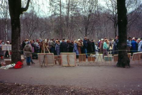 Moscovites wander among the art vendors in Izmailovo Park (1990)